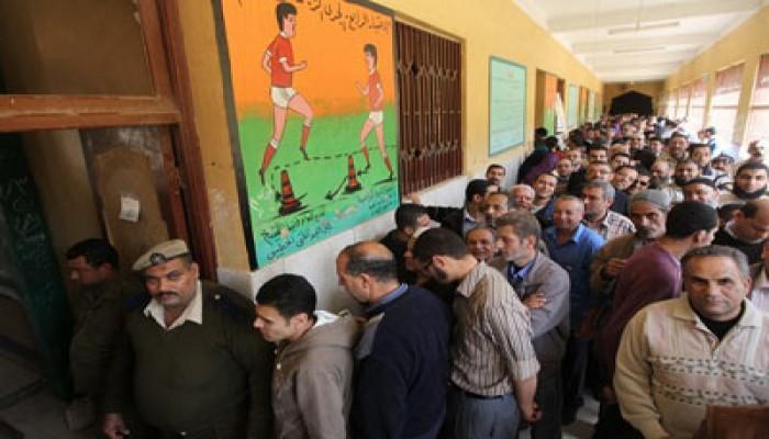 """""""النيويورك تايمز"""": الاستفتاء المصري يحتل مكانة كرة القدم"""