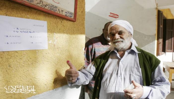 المواطنون يتوافدون على لجان الاستفتاء بالإسماعيلية
