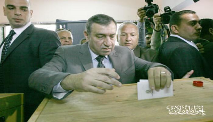 د. عصام شرف: الاستفتاء دليل على نجاح الثورة