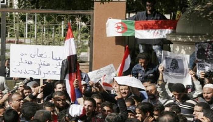 مطالبة دولية بتجميد 145 مليار دولار أرصدة للقذافي