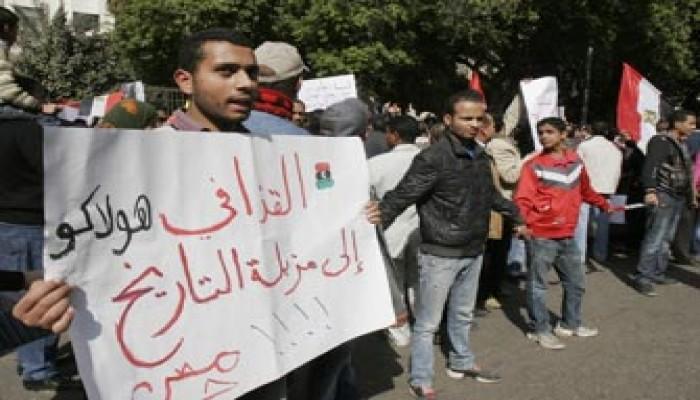 القذافي يواصل جنونه ويتوعد بتدمير شعبه