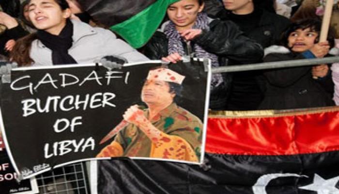 مظاهرة للتضامن مع ثوار ليبيا أمام السفارة بمصر