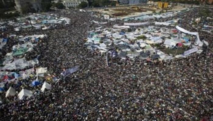خطيب الجمعة بالتحرير: لن نرحل قبل رحيل مبارك