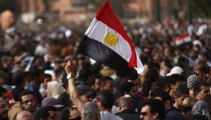 700 عامل بـ(الاسكوم) يتظاهرون تضامنًا مع الثورة