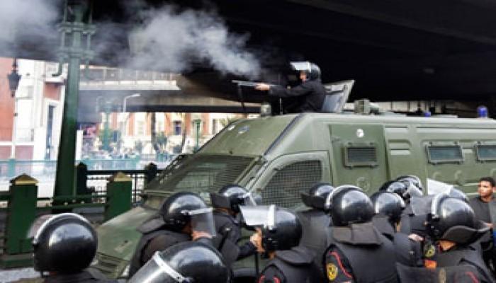 مظاهرة أمام محكمة السويس لإقالة المحافظ ومحاكمته