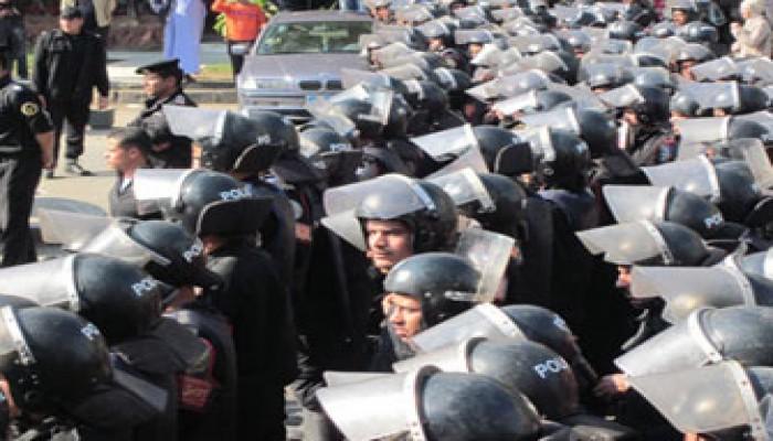 """حملة مسعورة ضد النشطاء أمام القضاء العالي و""""الصحفيين"""""""