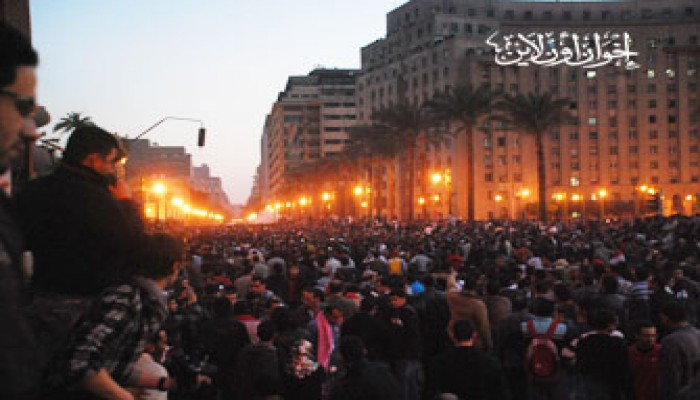 المتظاهرون أمام القضاء العالي يتوجهون إلى ميدان التحرير