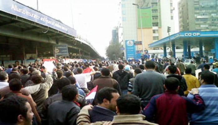متظاهرو إمبابة يتوجهون إلى التحرير