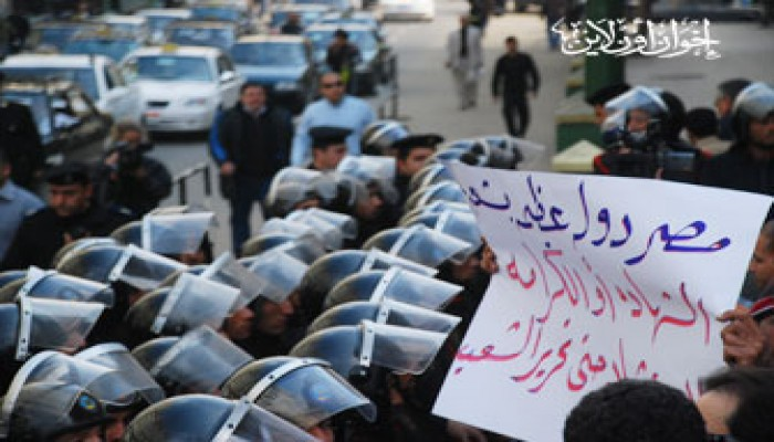 المظاهرات تجتاح الفيوم وبورسعيد.. والأمن يحاصر