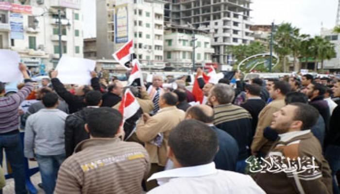 متظاهرو دمياط يبدءون اعتصامًا مفتوحًا