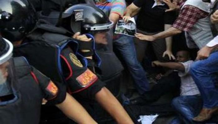 """شبرا تهتف: """"شدي حيلك يا بلد"""" والأمن يعتدي على المتظاهرين"""