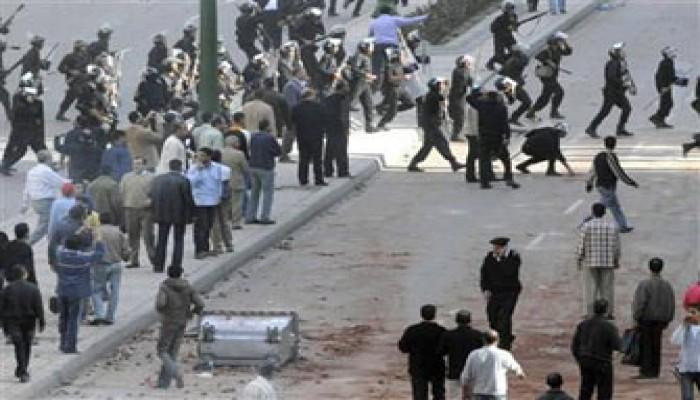 عنف أمني ضد أول مظاهرة تنطلق في الإسكندرية