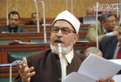 الشيخ عسكر يكرم العمال المحالين على المعاش