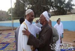 الجعفري يؤدي صلاة العيد وسط أهالي دائرته