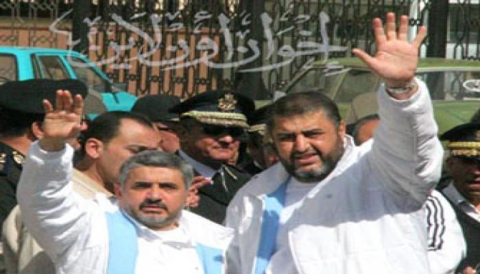 مطالبة حقوقية بالإفراج عن الشاطر وإخوانه بنصف المدة
