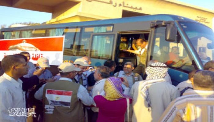أهالي العريش يحتفون بوفد نواب الإخوان والمعارضة