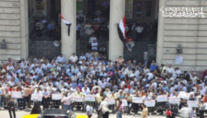 طلاب أسيوط يتظاهرون تضامنًا مع شهداء أسطول الحرية