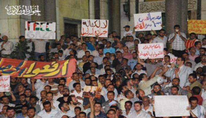 """الآلاف يتظاهرون بمسجد """"الفتح"""" ضد مجزرة أسطول الحرية!"""