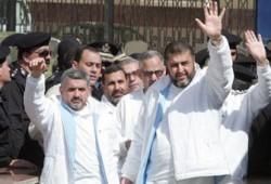 """""""سجناء الرأي"""" و""""سواسية"""" يطالبان بالإفراج عن الشاطر وإخوانه"""