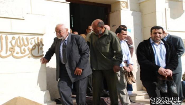 المرشد العام يتقدم جنازة سائق الإمام البنا