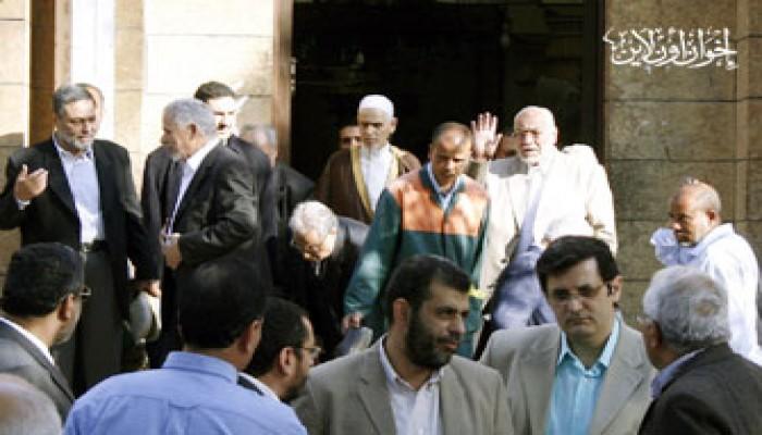المرشد العام يشارك في جنازة العالم الجليل توفيق الشاوي