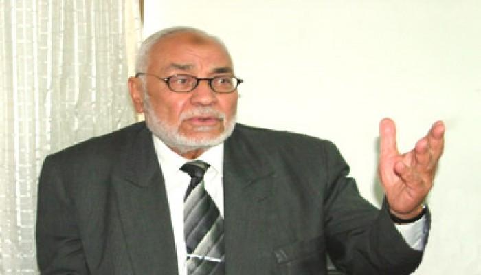 المرشد العام يستنكر رفع نائبَيْن للأحذية في البرلمان