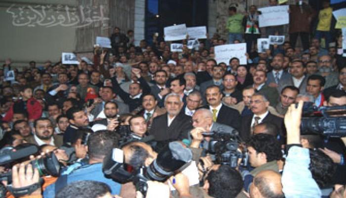 المرشد العام يطالب الشعوب بإعلان غضبها بكافة الوسائل المتاحة