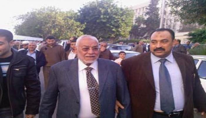 المرشد العام يتقدم مشيعي جنازة زوجة الداعية جمعة أمين