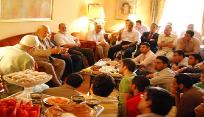 المرشد العام: الرعيل الأول عاش جوَّ الجماعة وإخوان اليوم أفضل