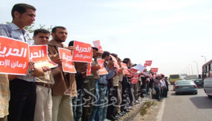 بدء الإفراج عن الإخوان الحاصلين على البراءة بالعسكرية