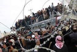 الفلسطينيون العالقون بمعبر رفح يرفضون استخدام معبر كرم أبو سالم