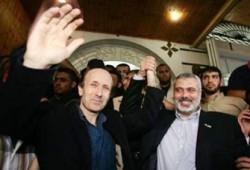 جونستون يشكر حماس على إطلاق سراحه ومشعل يعتبره إنجازًا للحركة