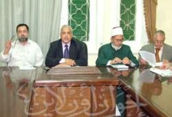 سياسيو مصر يطالبون أبو مازن بالتخلي عن قرار نزع أسلحة الفصائل