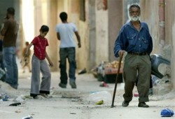 """مخاطر إقصاء حماس وهوجة """"القمم"""" ورباعية بلير تحتل صدارة صحف العالم"""