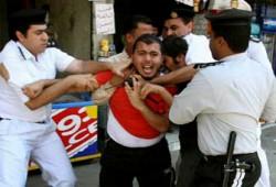 اعتقال 120 من الإخوان أثناء صلاة الظهر لتضامنهم مع القضاة