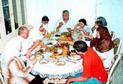 د. وفاء أبو حطب تحذِّر من مؤامرة تمزيق الأسرة المسلمة