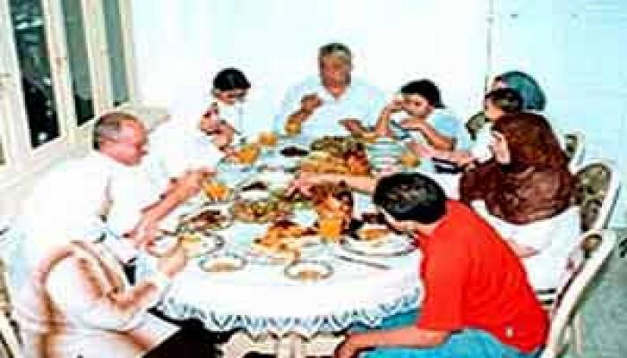 سؤال حول كل مائدة: ماذا نأكل؟