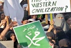 الإخوان ينددون بالعنف ضد المظاهرات المناصرة للنبي بالدول الإسلامية
