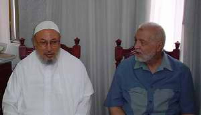 """""""الهضيبي"""" وقيادة (الإخوان) يستقبلون الشيخ """"القرضاوي"""""""