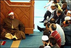 وقْف إمام مسجد بإيطاليا لإشادته بالفدائيين الفلسطينيين!!