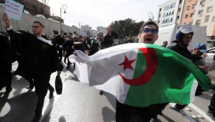 مظاهرات الجزائر مستمرة.. ودعوة لإضراب عام