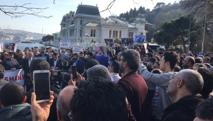 وقفة بإسطنبول تضامنا مع المعتقلين السياسيين بسجون الانقلاب