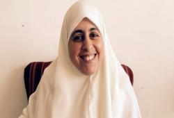 """زوجة الشاطر تروي صمود ابنتها """"عائشة"""" رغم قهر الاعتقال"""