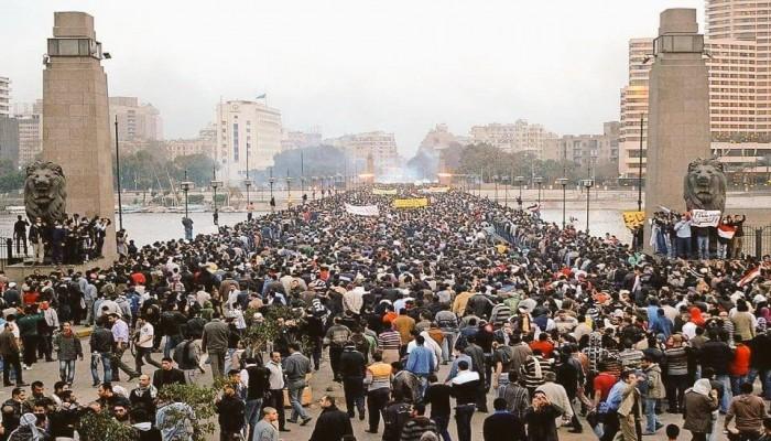 """الترقيعات اللادستورية.. بين وهم """"العسكرة"""" والرعب من الثورة القادمة"""