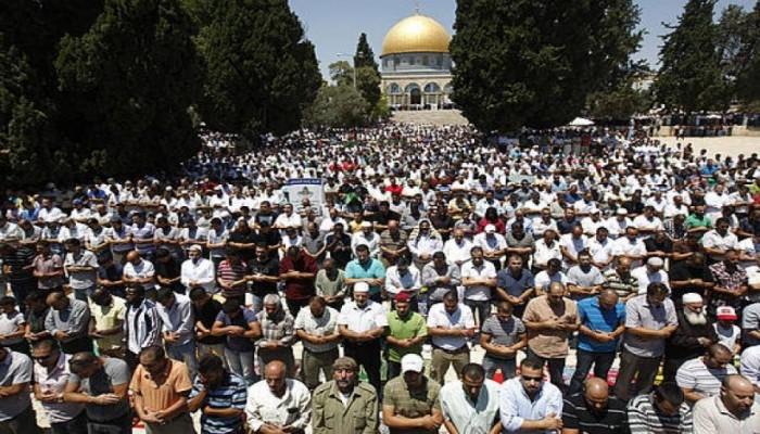 """نحو مائتي ألف صلوا الجمعة الأولى من رمضان بـ""""الأقصى"""""""