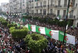 """""""إخوان الجزائر"""" بين العسكر والثورة.. كيف تلعب دور """"الوسيط"""" في مسار مليء بالألغام؟"""