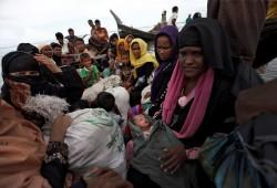 """لاجئو الروهينجا المسلمون يرفضون العودة.. و""""فيسبوك"""" يُغلق حسابات ميانمار"""