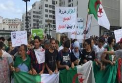 """في الجمعة الـ28.. الجزائريون يواصلون ثورتهم بشعارات: """"مدنية لا عسكرية"""""""