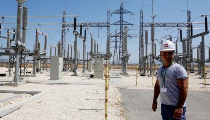 الاحتلال يهدد بقطع الكهرباء على مناطق بالضفة