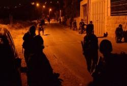 الاحتلال يعتقل 12 فلسطينيا بالضفة والقدس بينهم فتاة